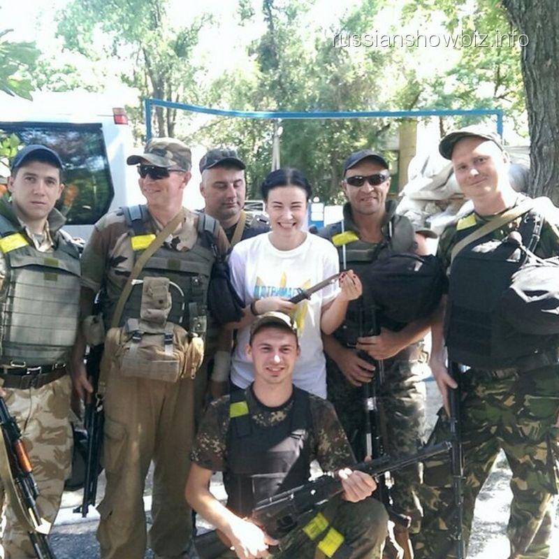 Анастасия Приходько с украинскими военными