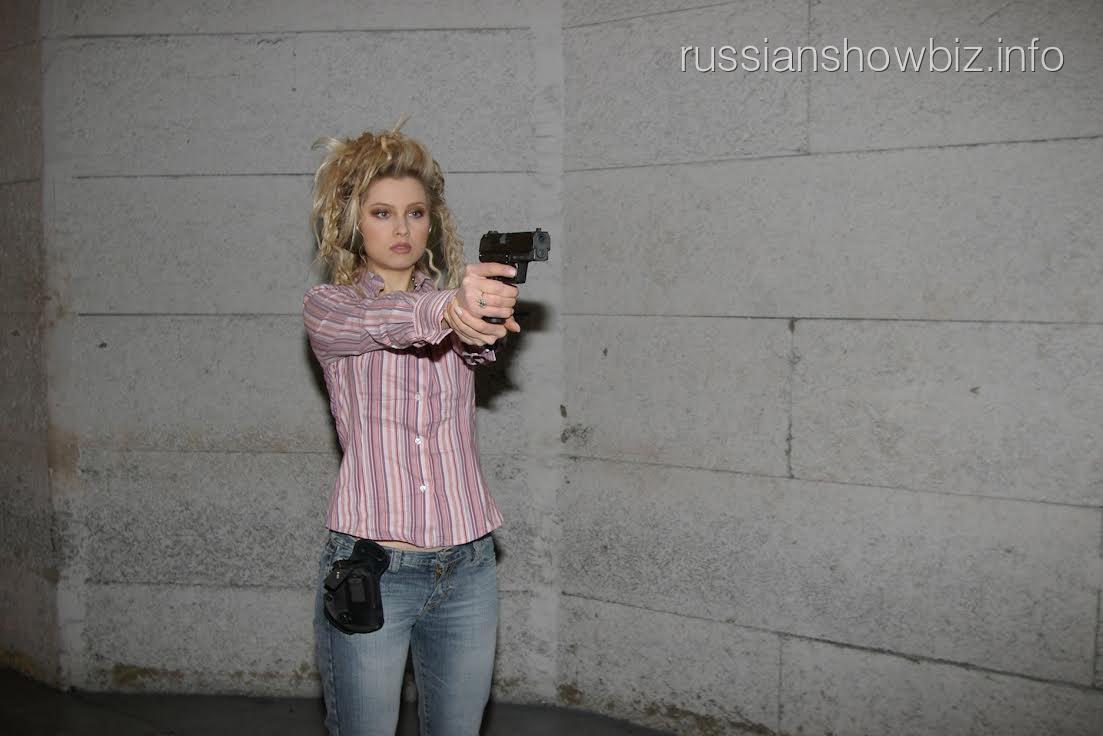 Лена Ленина на курсах стрельбы