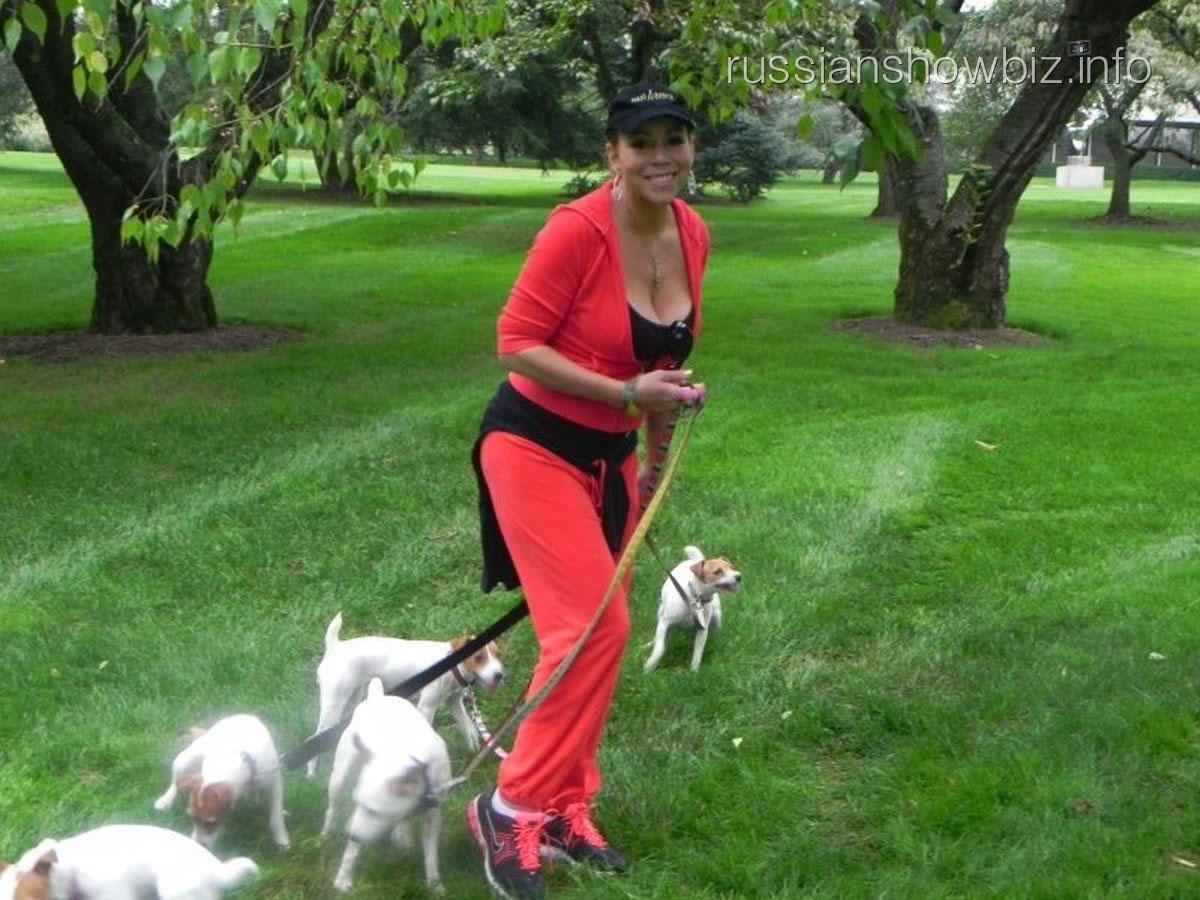 Мэрайя Кэри с собаками