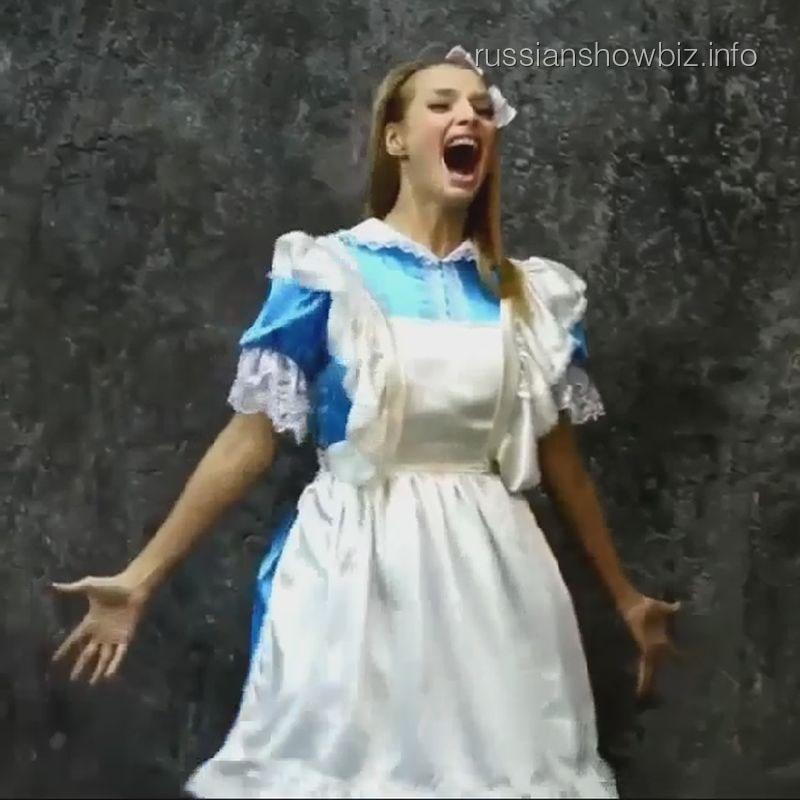 Татьяна Котова в образе Алисы