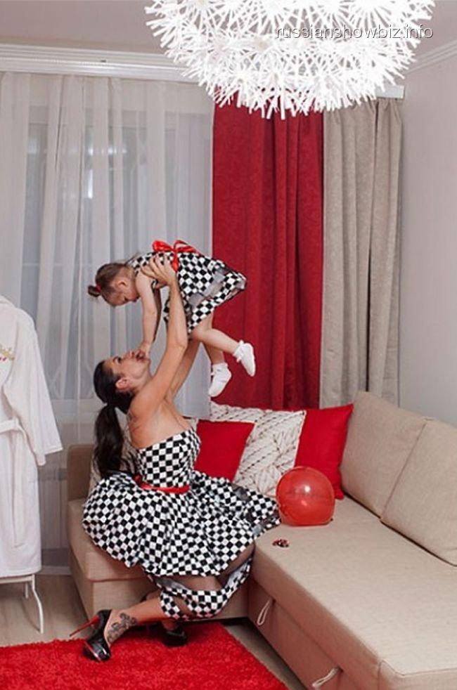 Анна Грачевская с дочкой