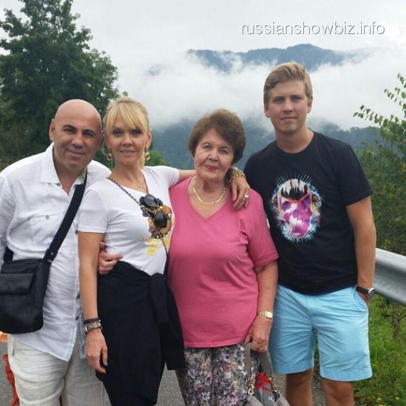 Валерия и Иосфив Пригожин с семьей