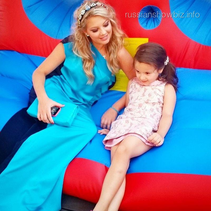 Инна Михайлова с дочкой