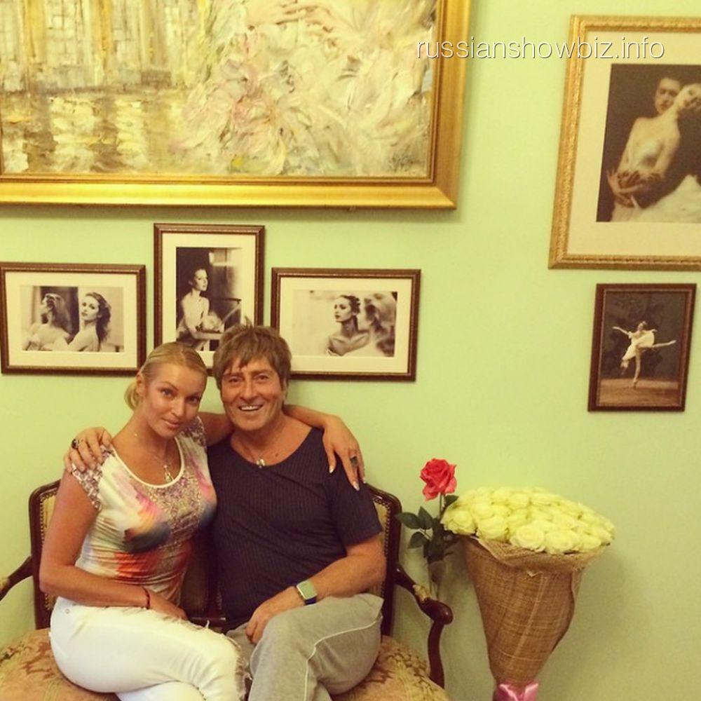 Анастасия Волочкова и музыкант Владимир Козырев в ее родительском доме