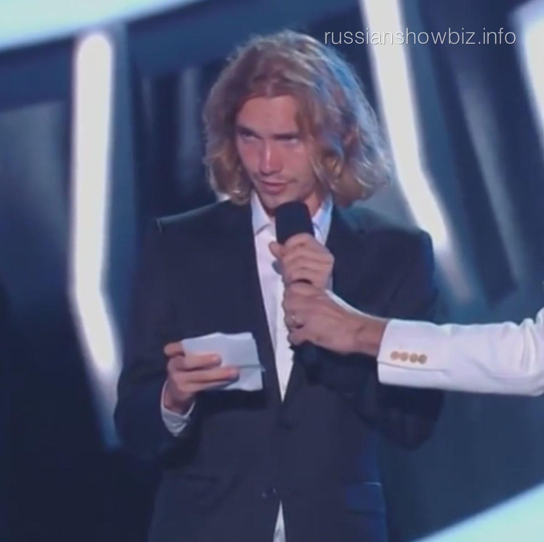Джесс представляет Майли Сайрус на MTV Music Awards