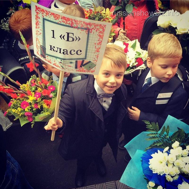 Сын Полины Гагариной на школьной линейке