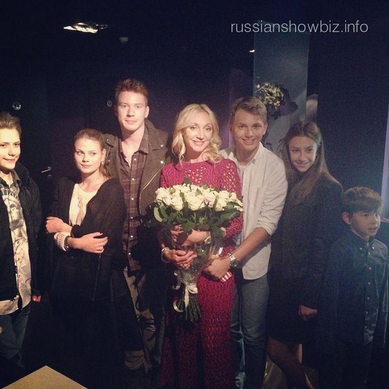 Кристина Орбакайте с сыновьями в кино