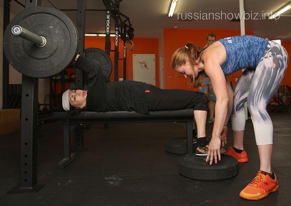 Жаклин Сталлоне в спортзале