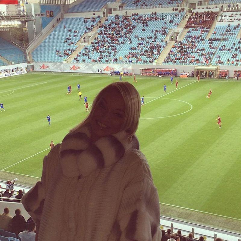 Анастасия Волочкова на стадионе