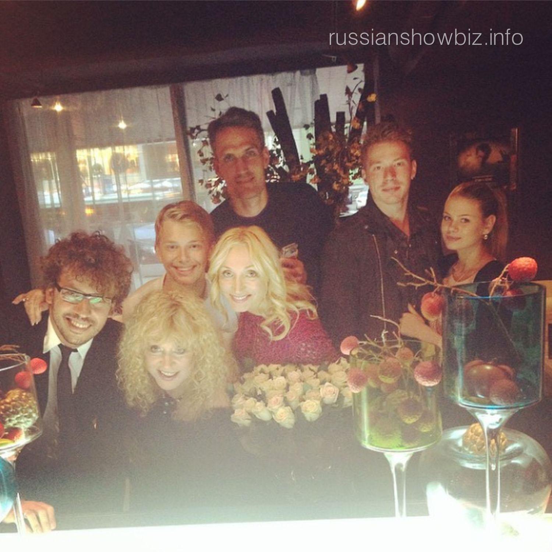 Кристина Орбакайте с семьей на премьере фильма