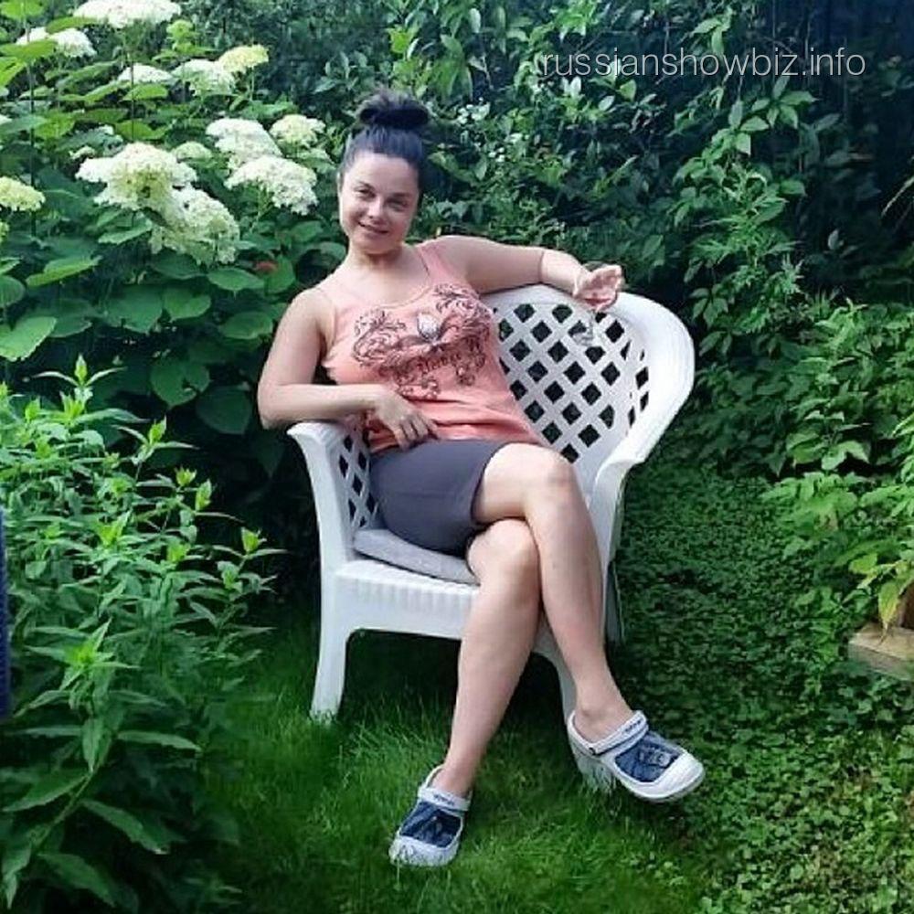Тарзан показал фото наташи королевой без макияжа