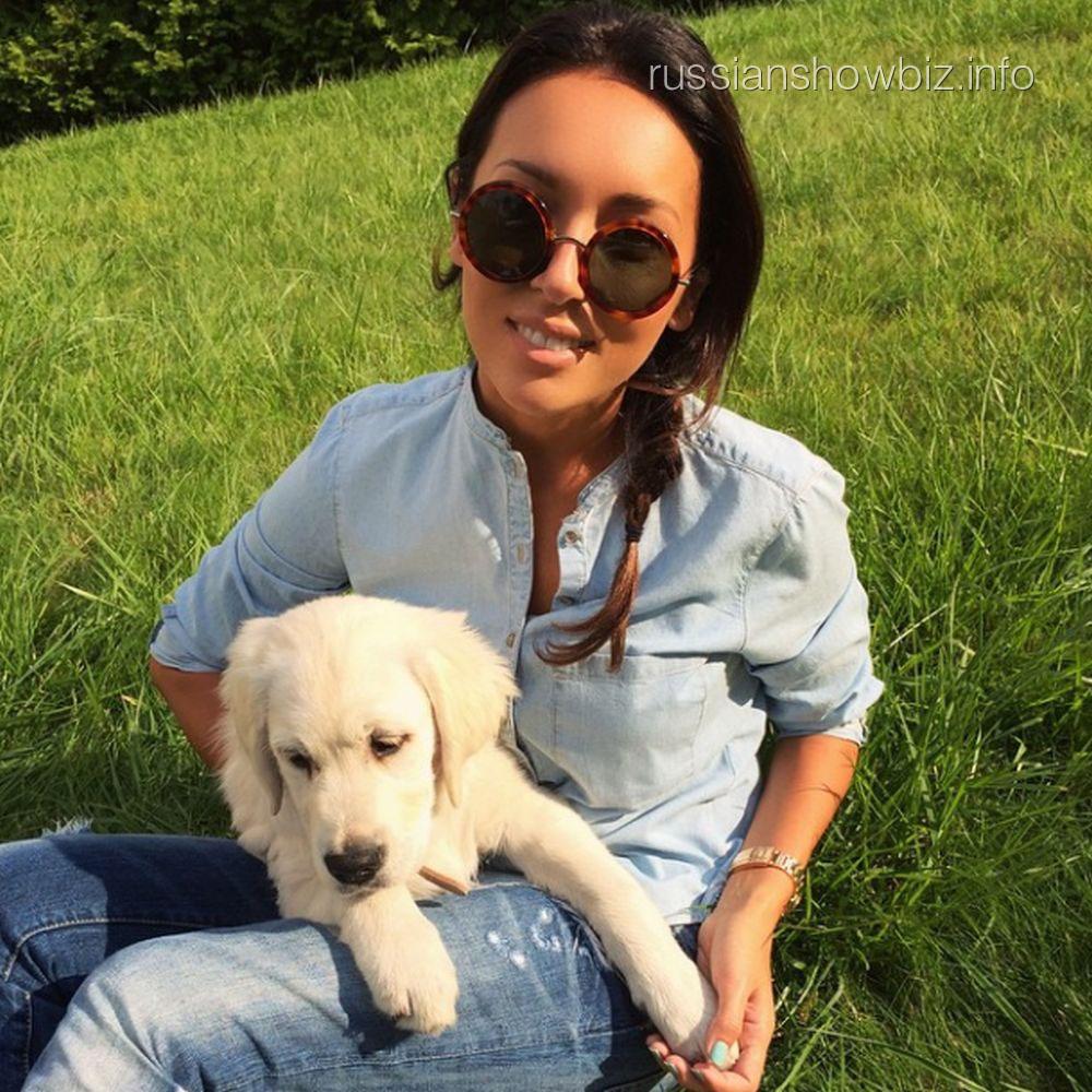 Алсу с собакой