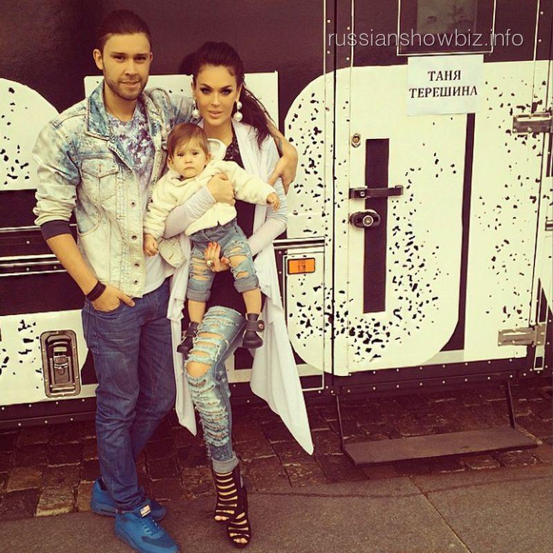 Таня Терешина с дочкой и мужем