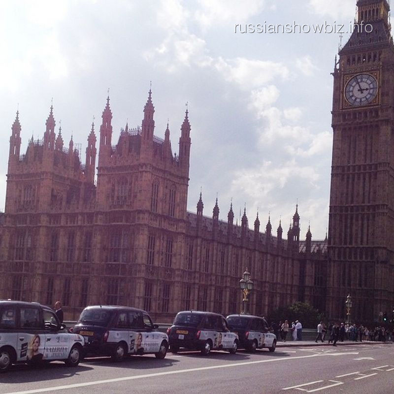 Такси с изображением Валерии в Лондоне
