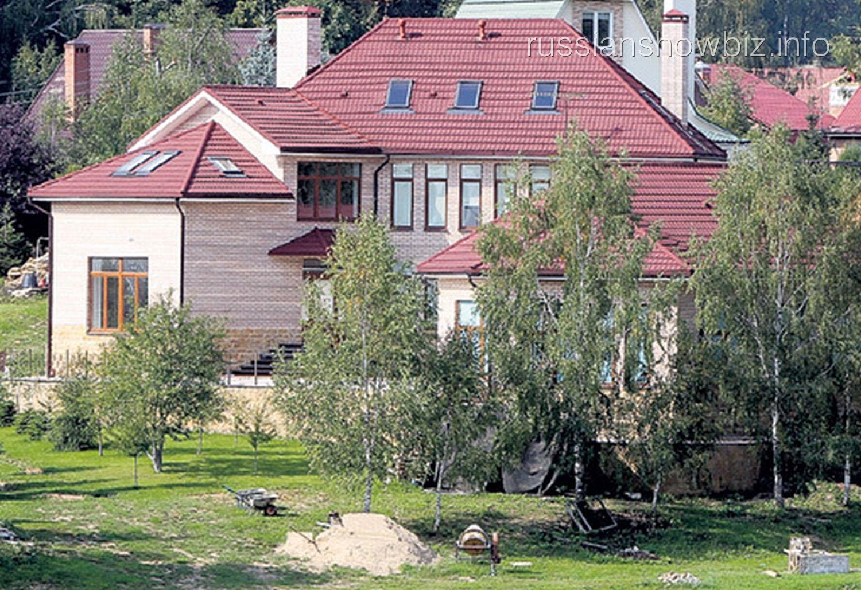 Новый дом Ларисы Долиной (фото - ЭГ)