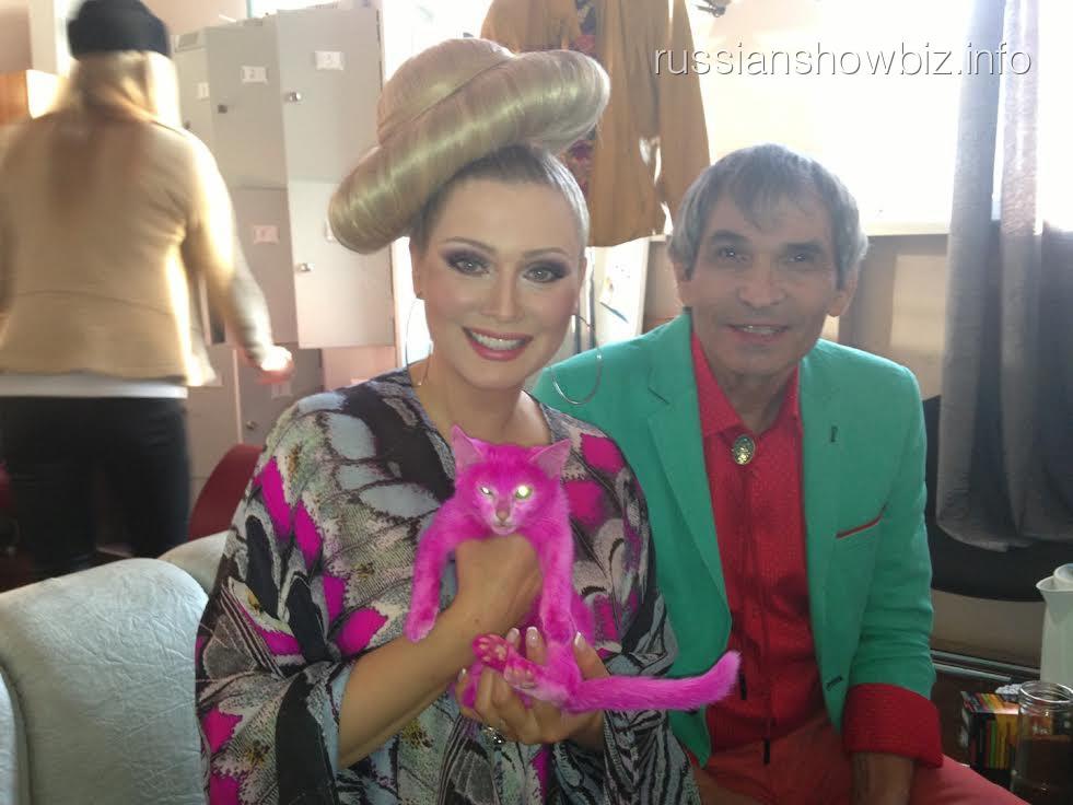 Лена Ленина и Бари Алибасов с розовым котенком