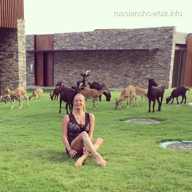 Анастасия Волочкова с козлами