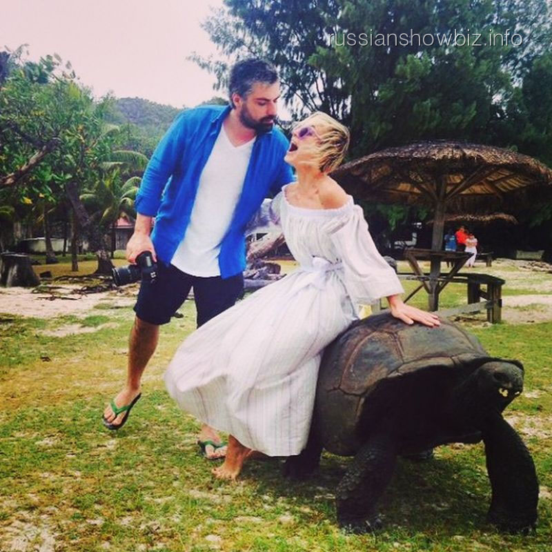 Полина Гагарина на черепахе