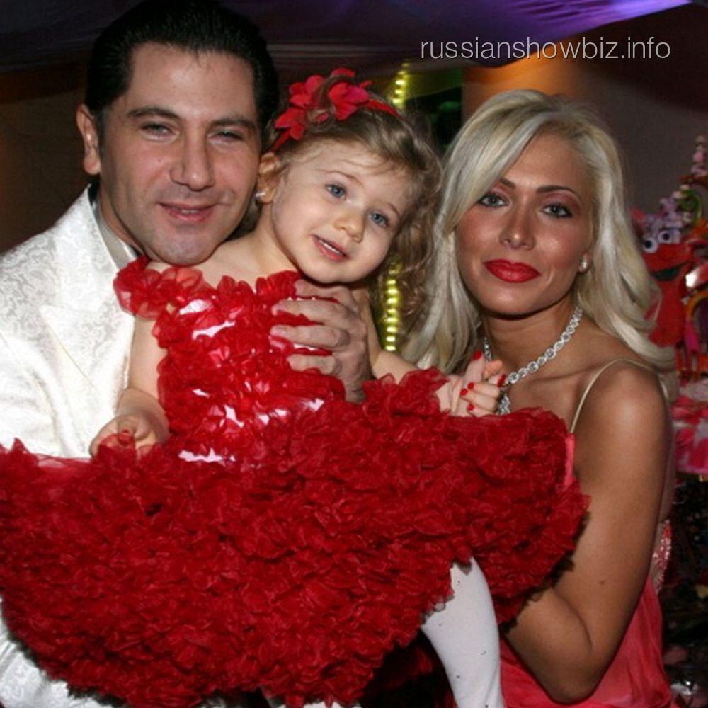Авраам Руссо с женой и дочкой