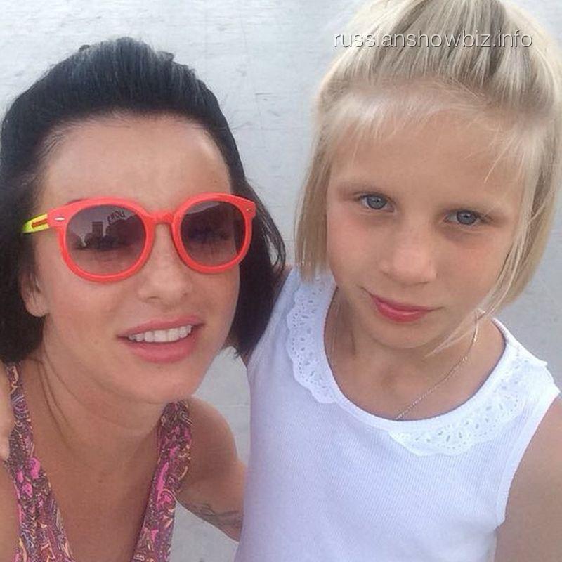 Юлия Волкова с дочкой