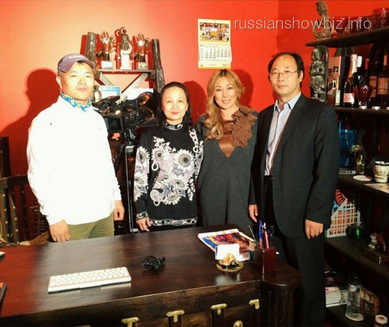 Анита Цой с корейскими журналистами