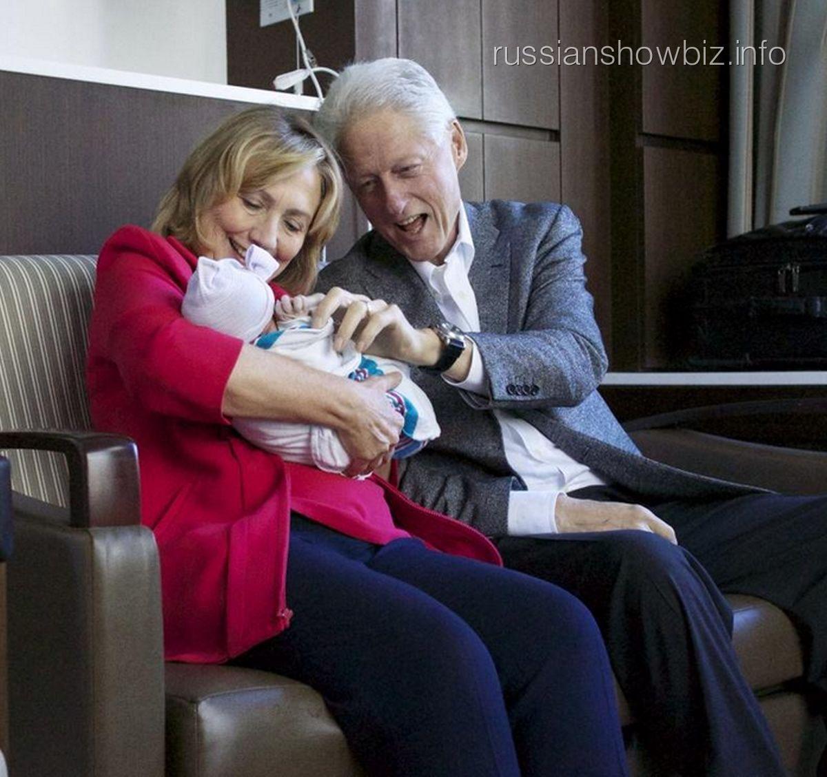 Билл и Хиллари Клинтон с внучкой