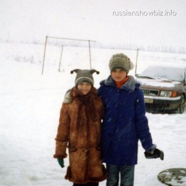 Светлана Курицына в детстве с подругой