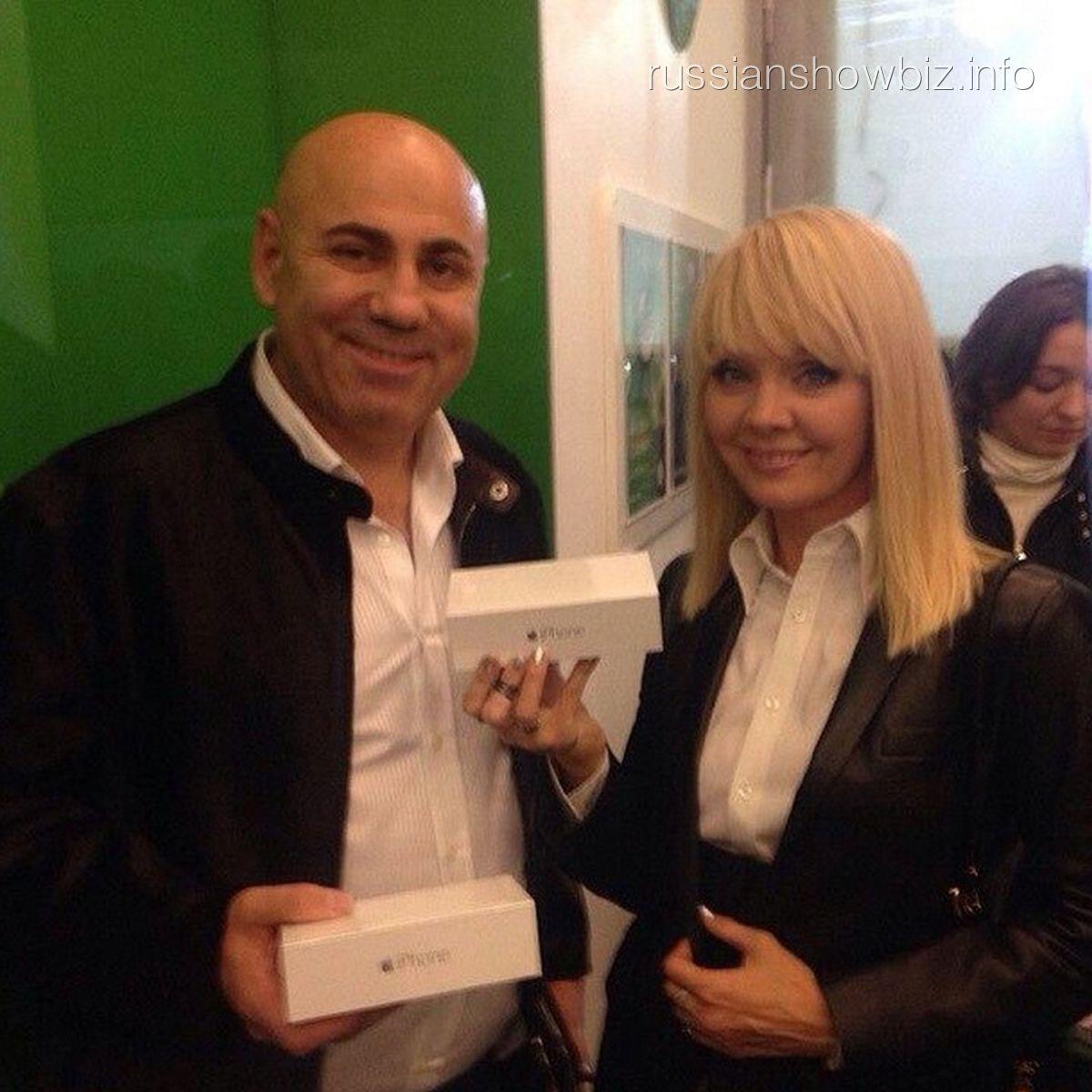 Иосиф Пригожин и Валерия с новыми iPhone 6