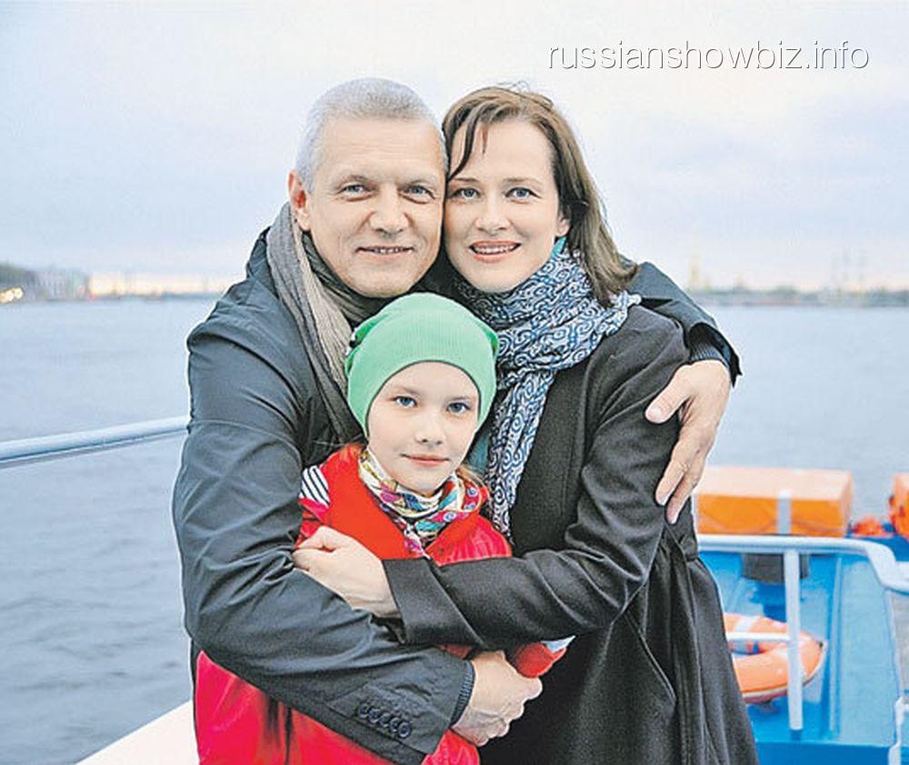 Александр Галибин с женой и дочкой