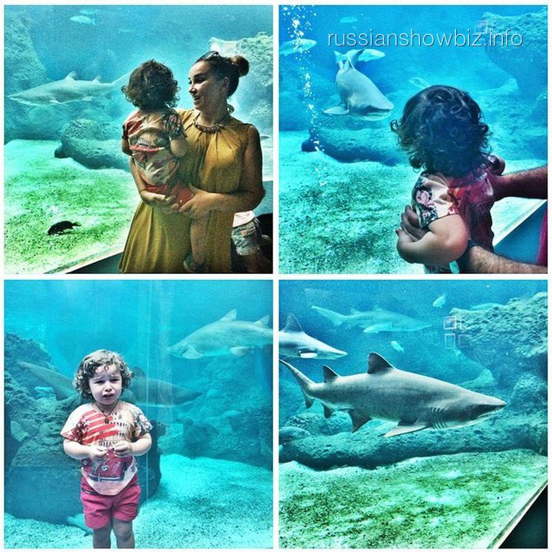 Анфиса Чехова с сыном в океанариуме