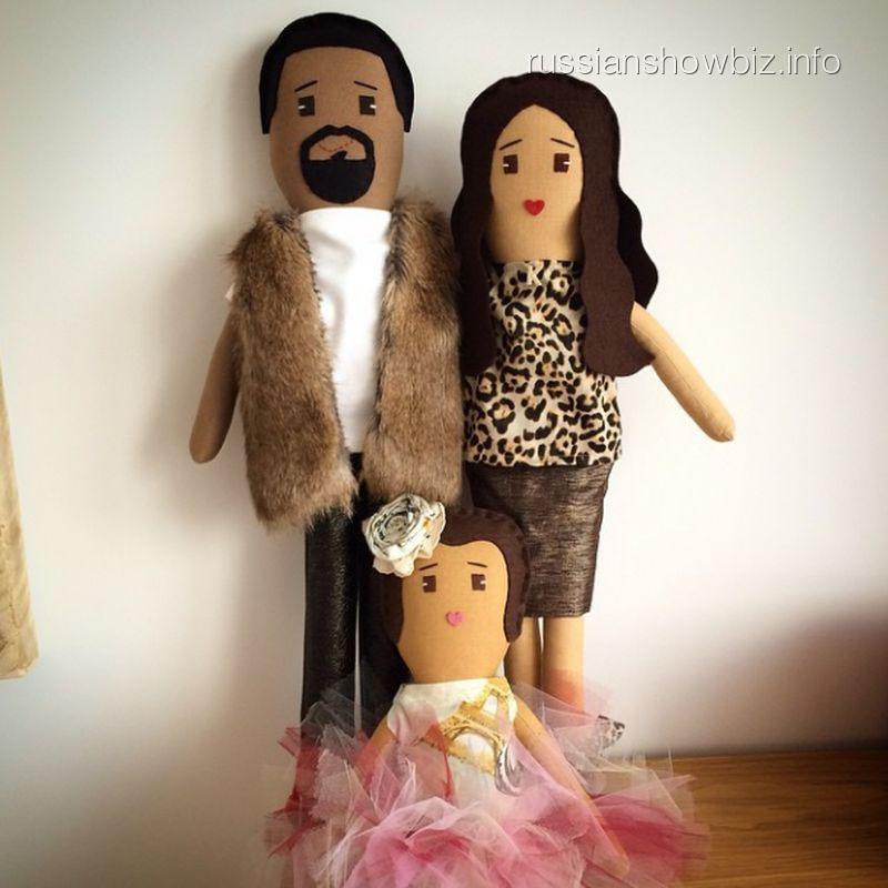 Игрушечные Ким Кардашьян и Канье Уэст с дочкой