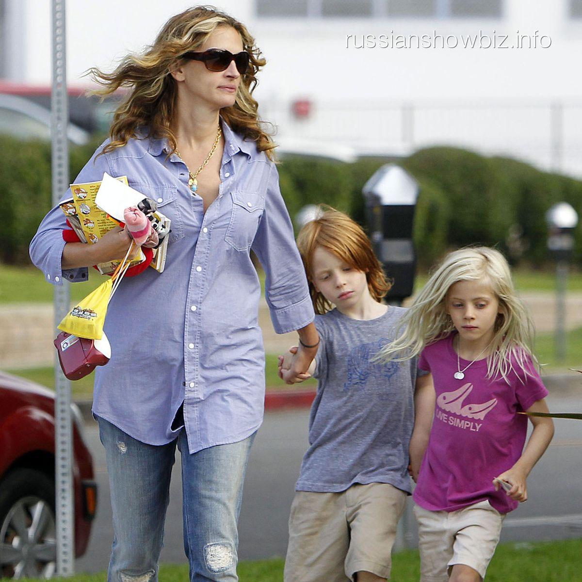 Джулия Робертс с детьми в прошлом году
