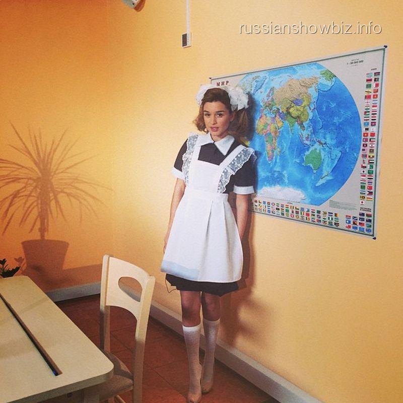 Ксения Бородина в образе школьницы
