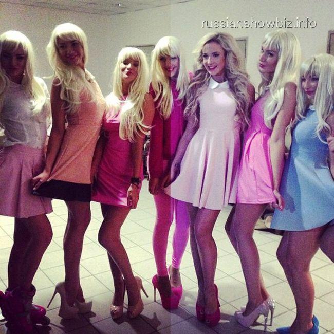 Ольга Бузова с моделями