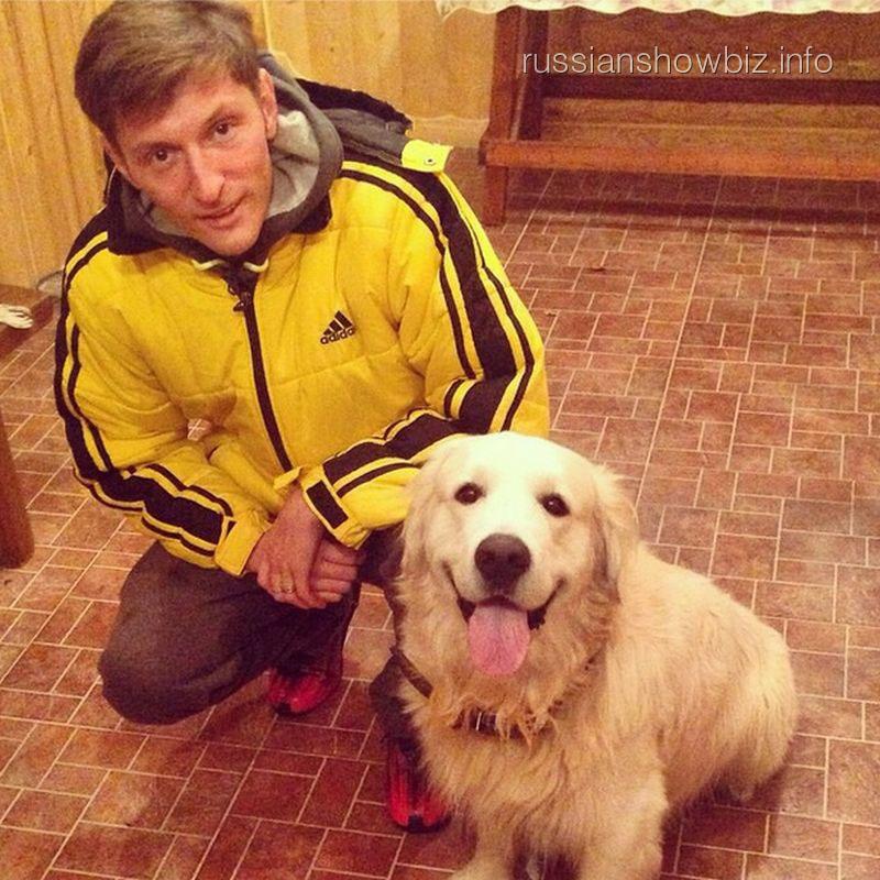 Павел Воля с найденной собакой