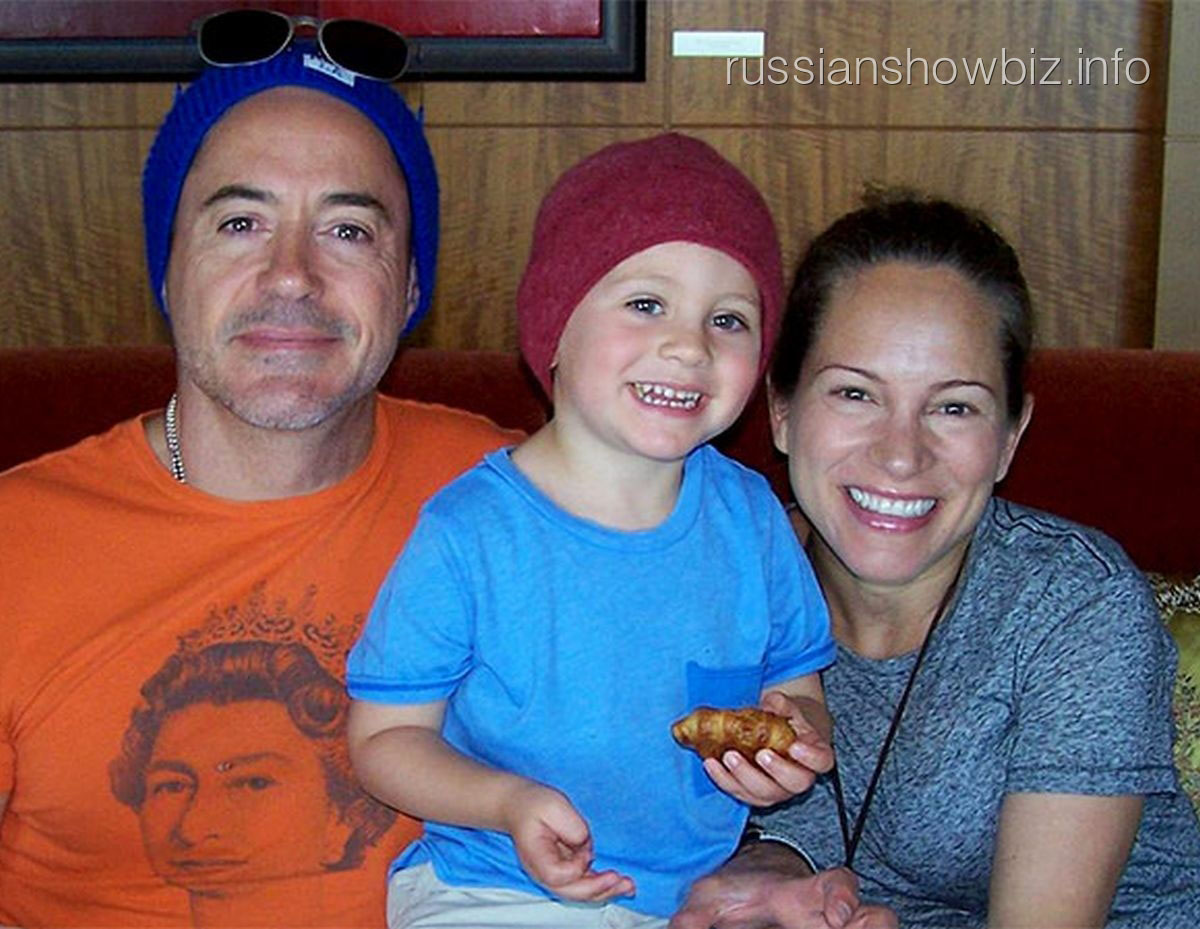 Роберт Дауни-младший с женой и сыном