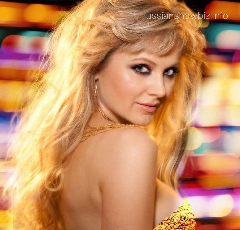 Смотреть в онлайн бесплатно клипы известных российских певиц только в мини юбках 28 фотография