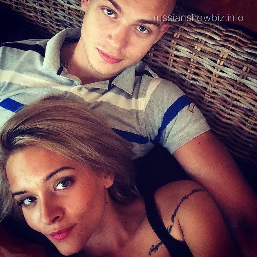 Александра Воробьева с женихом