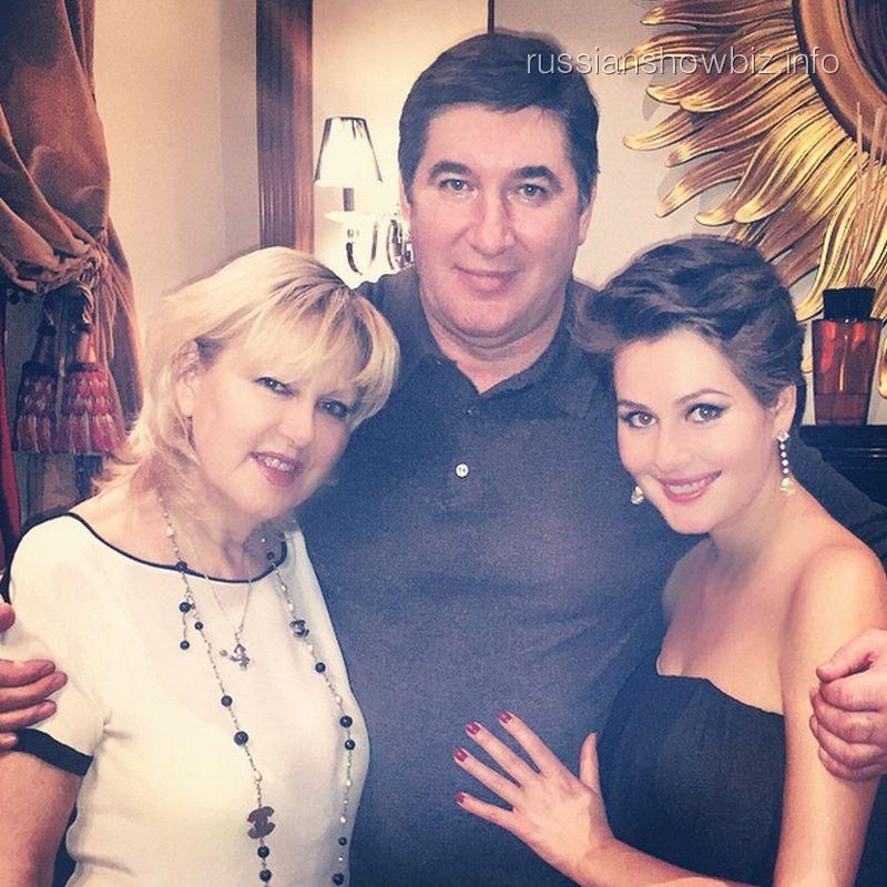 Мария Кожевникова с родителями