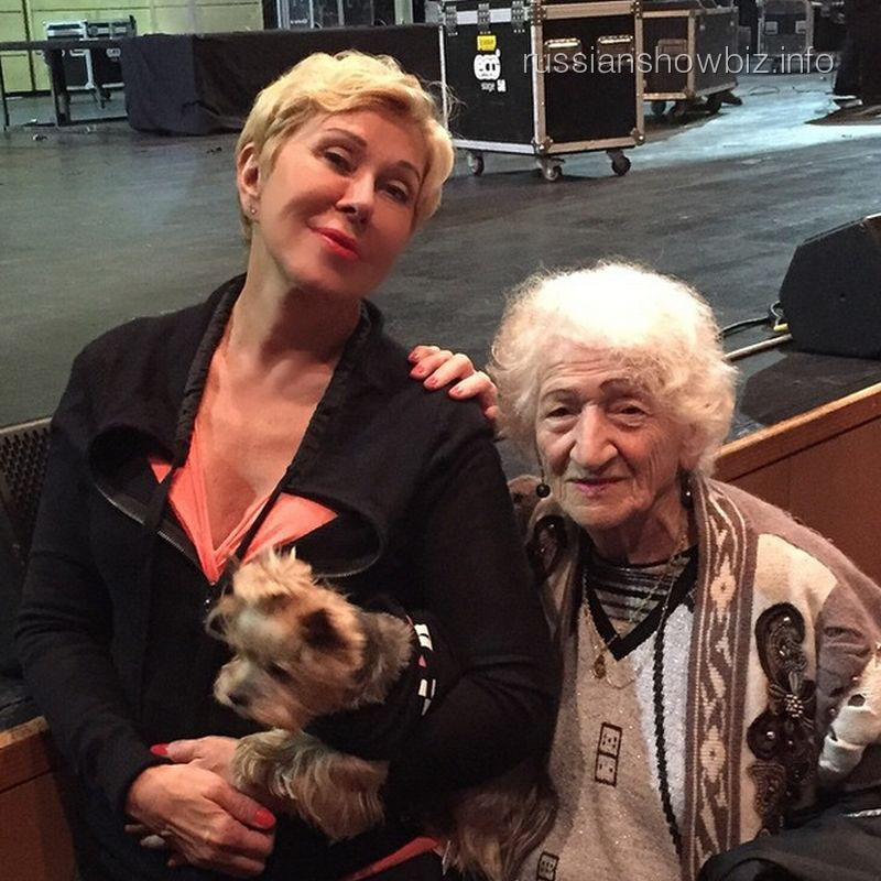 Любовь Успенская с бабушкой