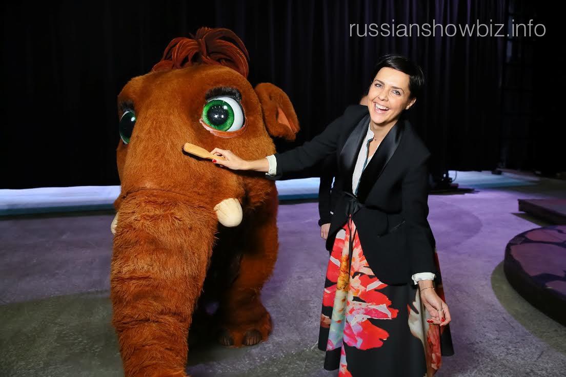 Ольга Шелест с мамонтенком