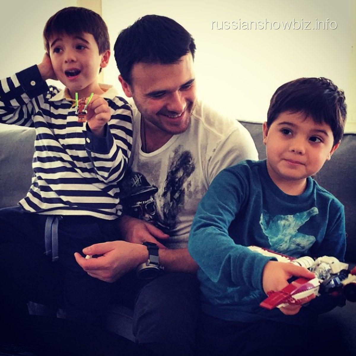 Эмин с сыновьями