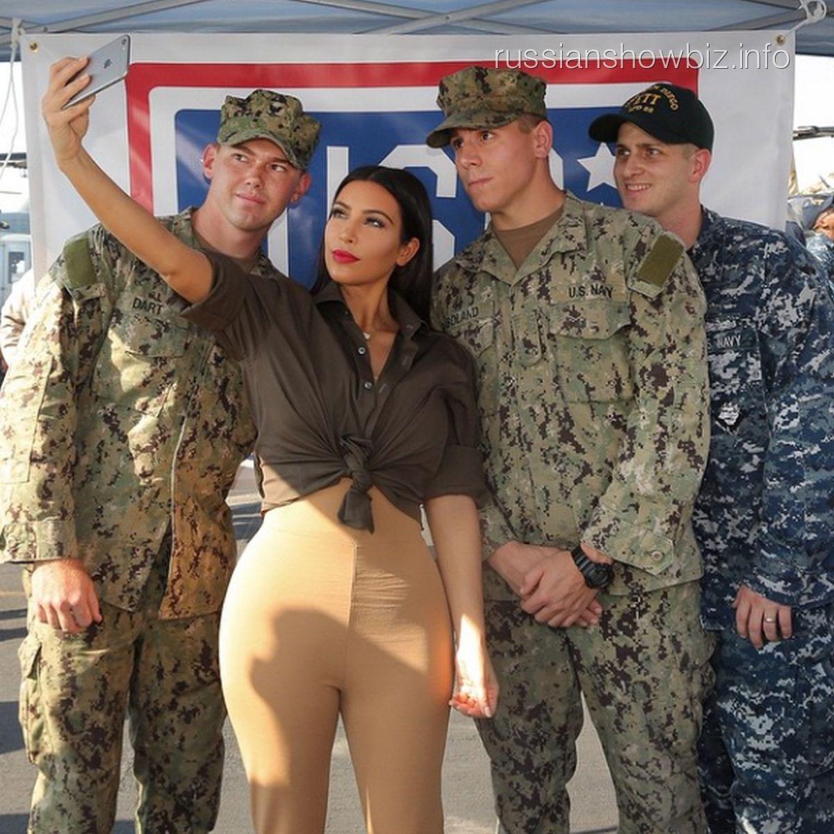 Ким Кардашьян с американскими военными