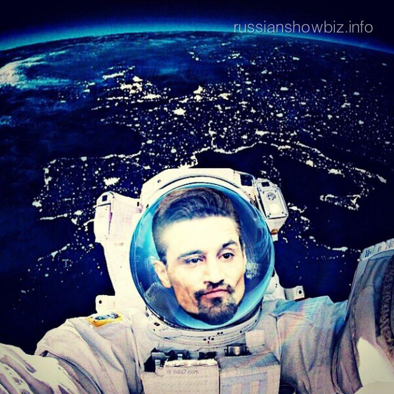 Дима Билан в образе космонавта