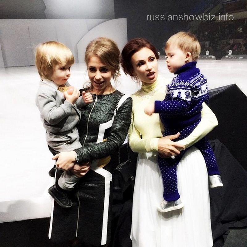 Юлия Барановская и Эвелина Бледанс с сыномьями