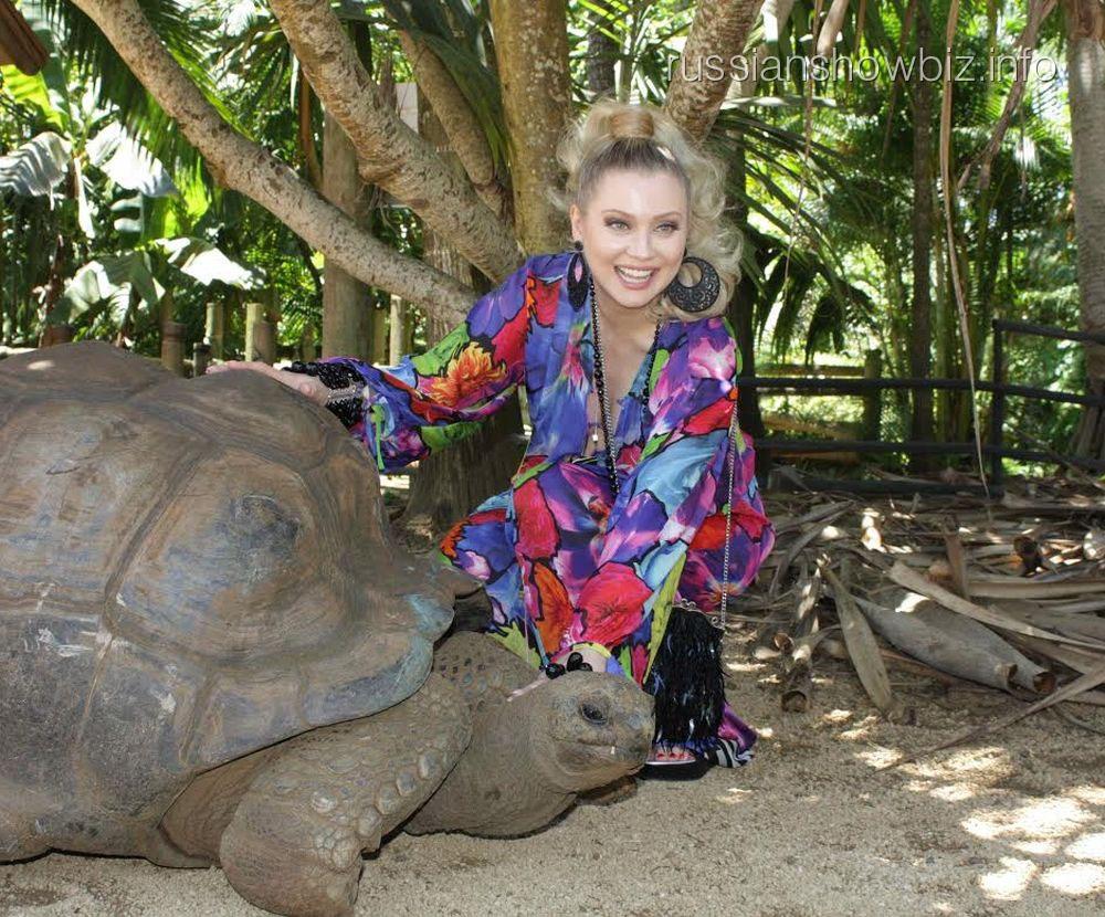 Лена Ленина с черепахой