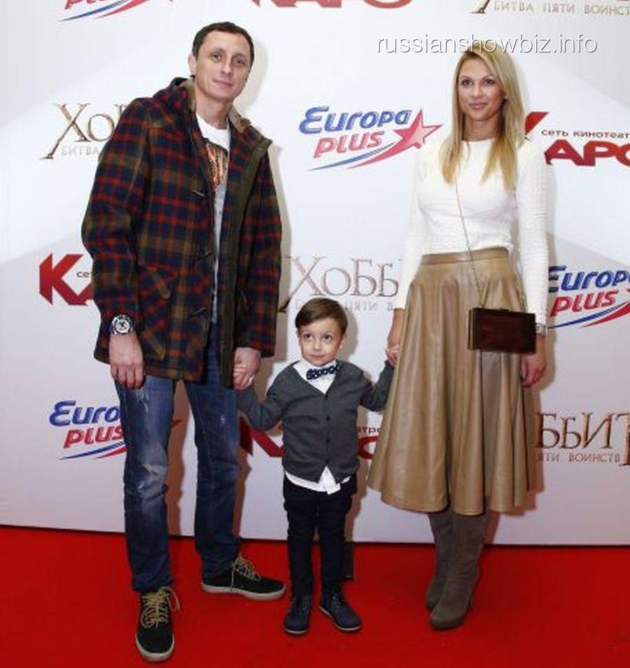 Вадим Галыгин с семьей на премьере