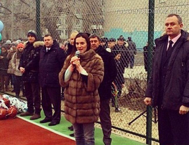 Елена Исинбаева на открытии спортивной площадки