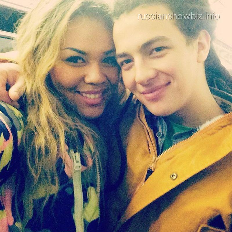 Корнелия Манго с возлюбленным в метро