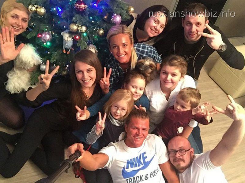 Ольг Бузова с семьей